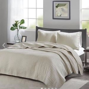 Madison park Keaton reversible coverlet twin XL
